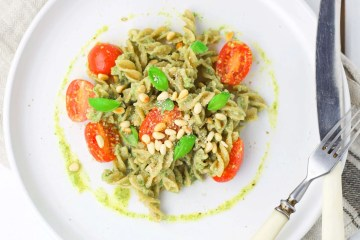 Easy pasta with basil pesto (VeGaN)