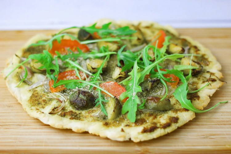 VeGaN pizza with pesto and Brussels sprouts