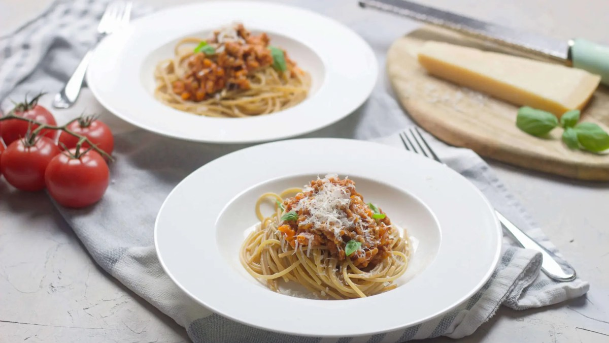 Easy homemade Bolognese sauce which will save you money as you will never have to buy it in the grocery store ever again (alcohol-free).