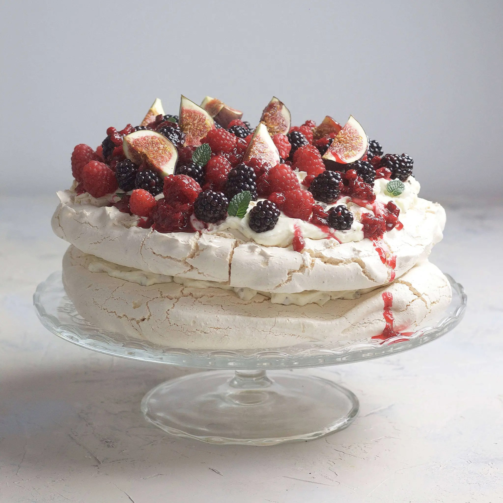 Pavlova meringue with fresh berries and stracciatella ​cream.