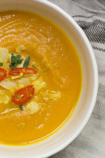 Carrot, sweet potato and chili pepper soup (VeGaN).