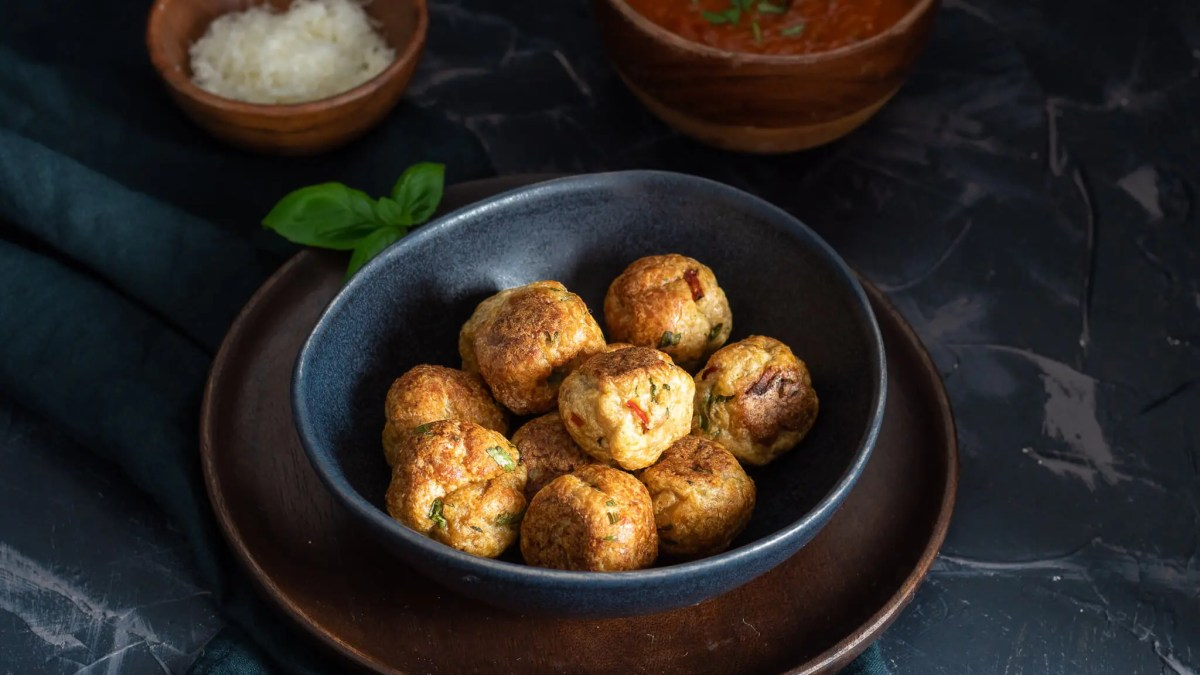 Easy turkey meatballs with spaghetti and Marinara sauce.