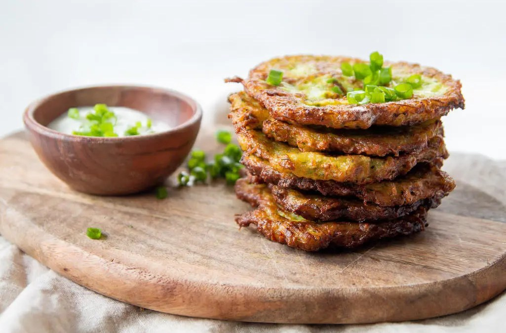 Easy 6 ingredients crunchy Zucchini and Potato Fritters to enjoy with your family on weekends while watching Crocodile Dundee.