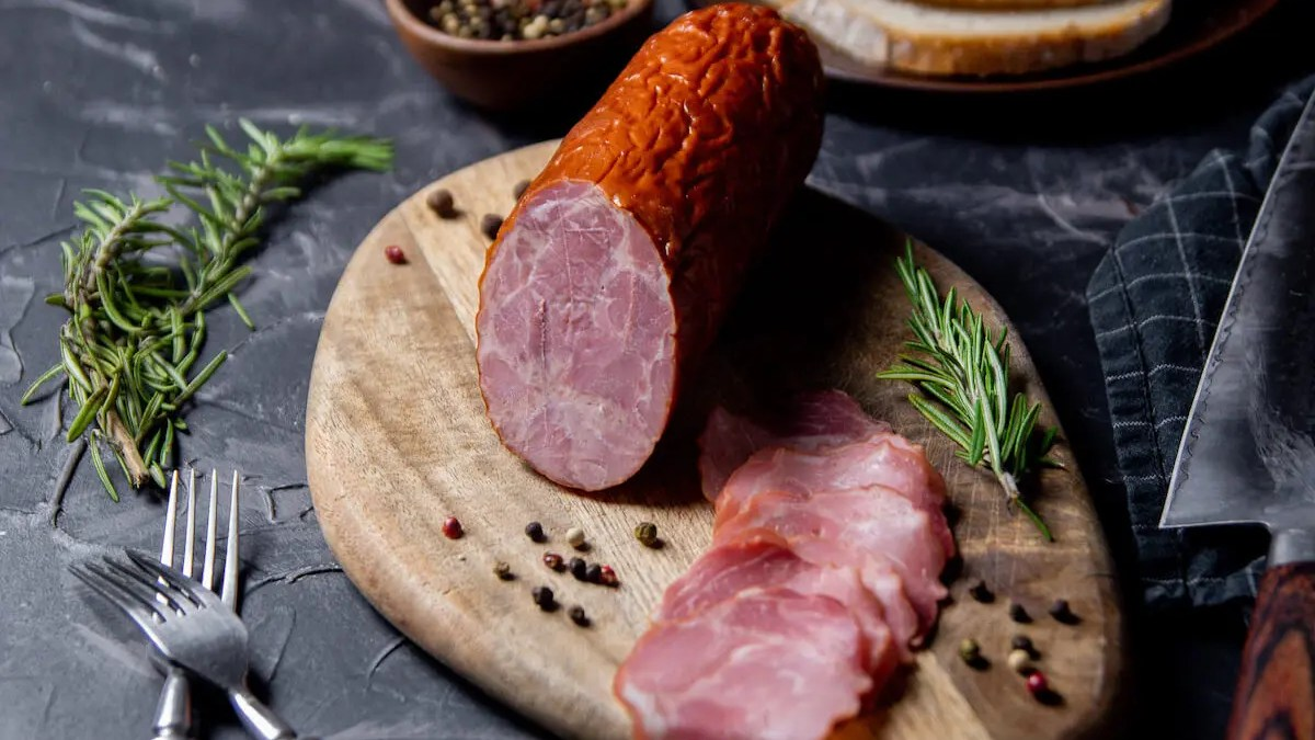 Cracow sausage (kielbasa Krakowska) – an authentic Polish recipe.