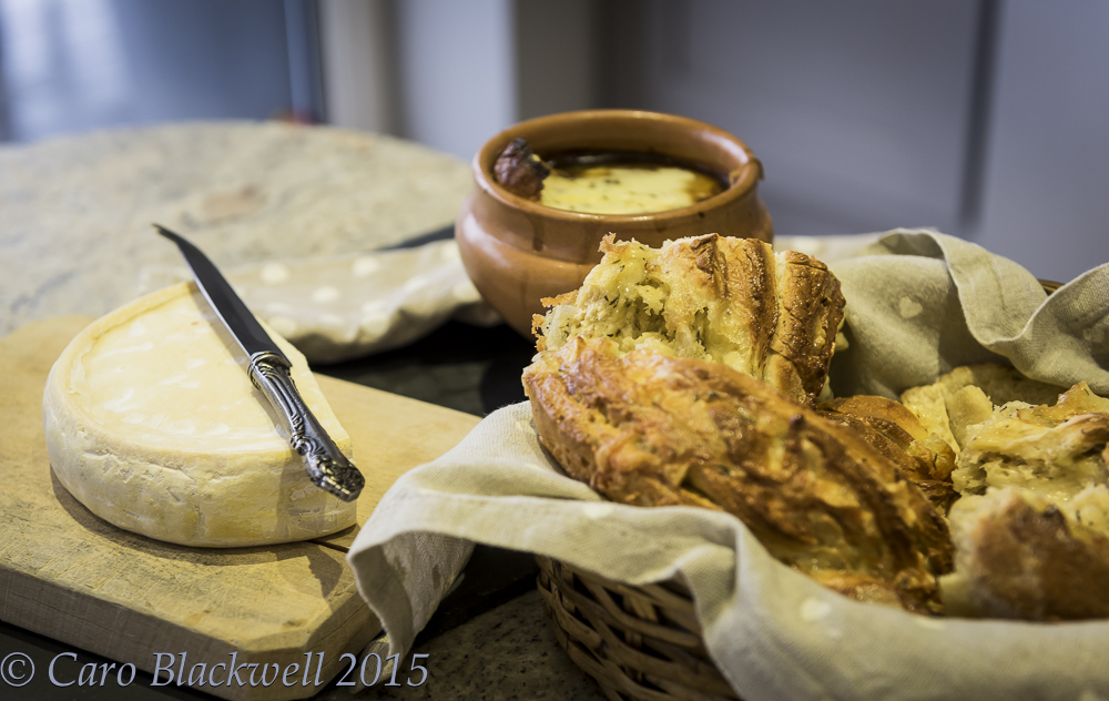 French Onion Soup served with Savoyard Kringle