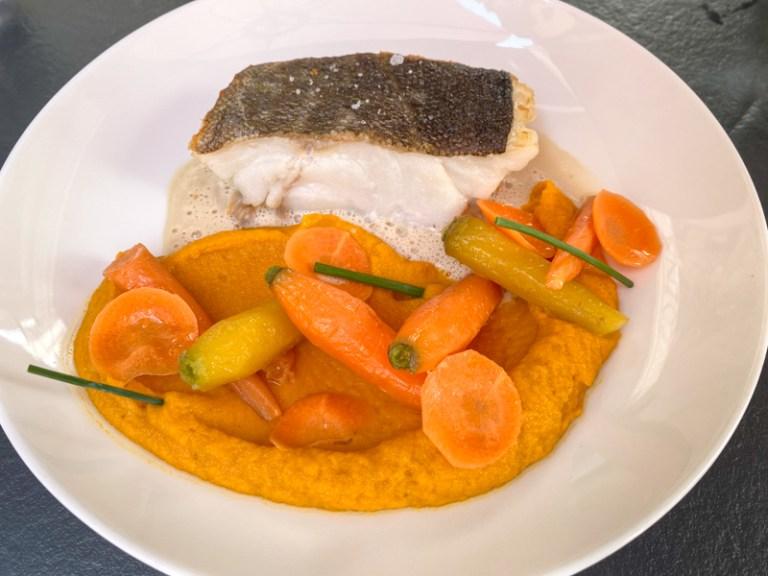 Cabillaud, declinasion de carottes, sauce coquillage