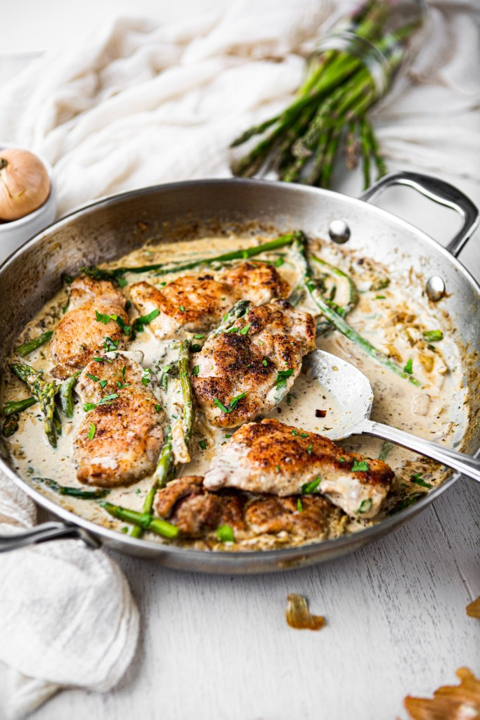 creamy chicken with garlic and asparagus