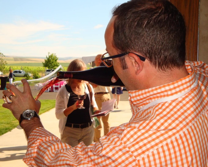 Erik McLaughlin decanting at Celebrate Walla Walla