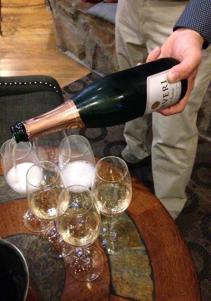Treveri Cellars Sparkling Wine Pour