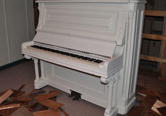 piano, tastingroomconfidential.com