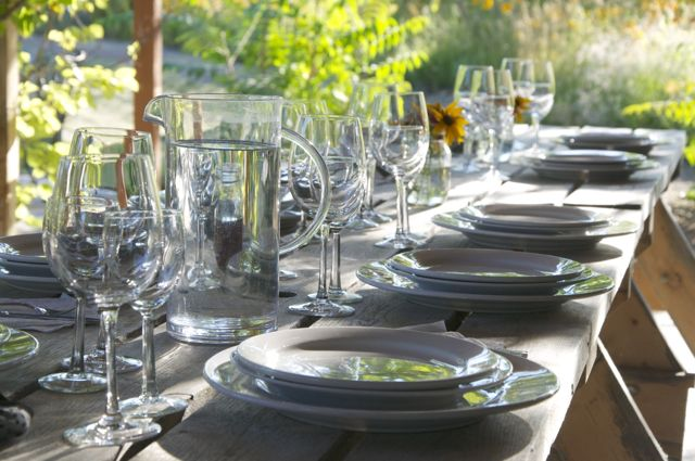 set table, http://tastingroomconfidential.com/covert-farms-serves-roasted-lamb-california-memories/
