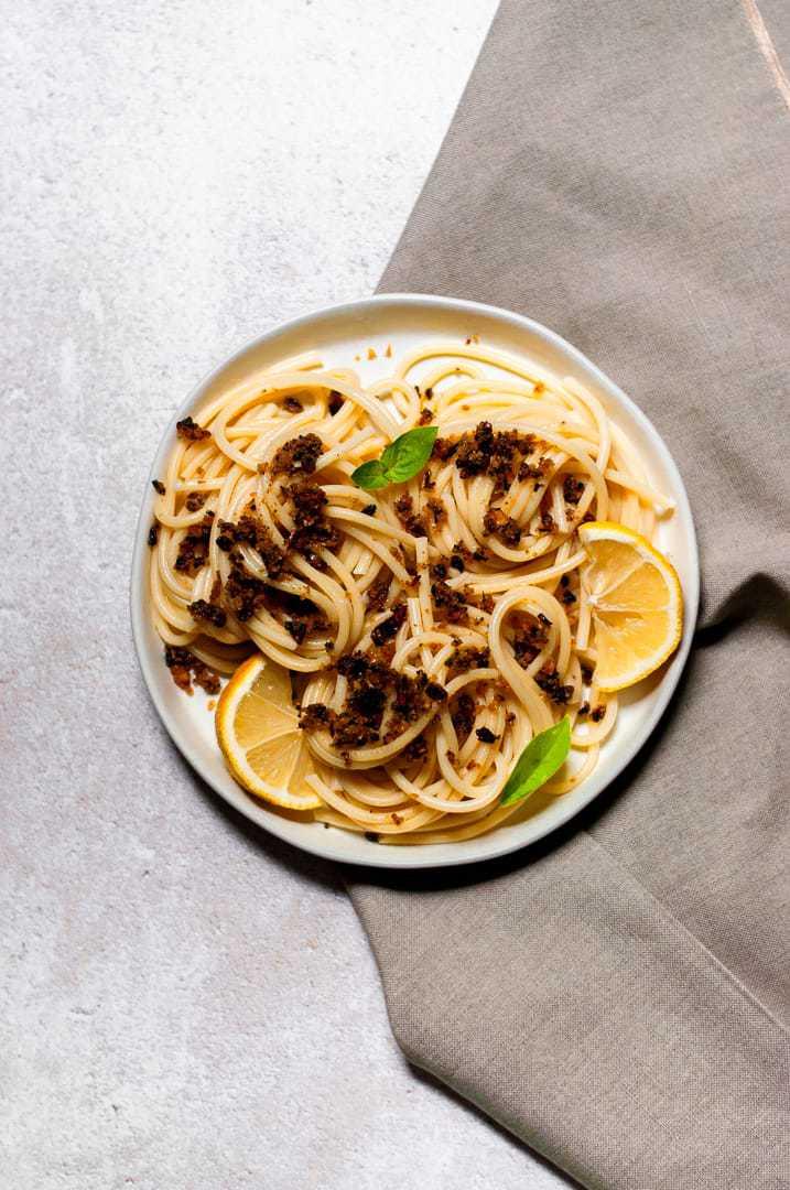 Easy 15 Minute Garlic Lemon Pantry Pasta