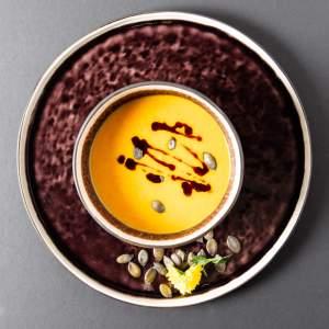 Karotten-Kürbissuppe mit Chili und Ingwer