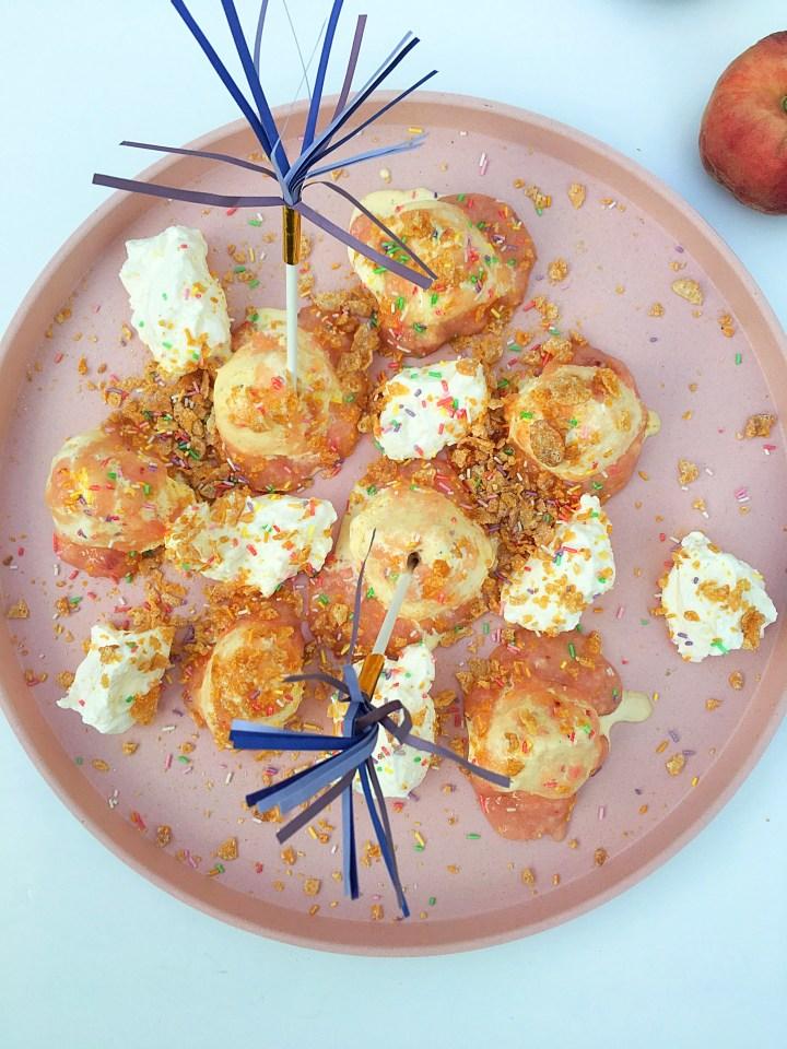 IJs met perziksaus en Crunch