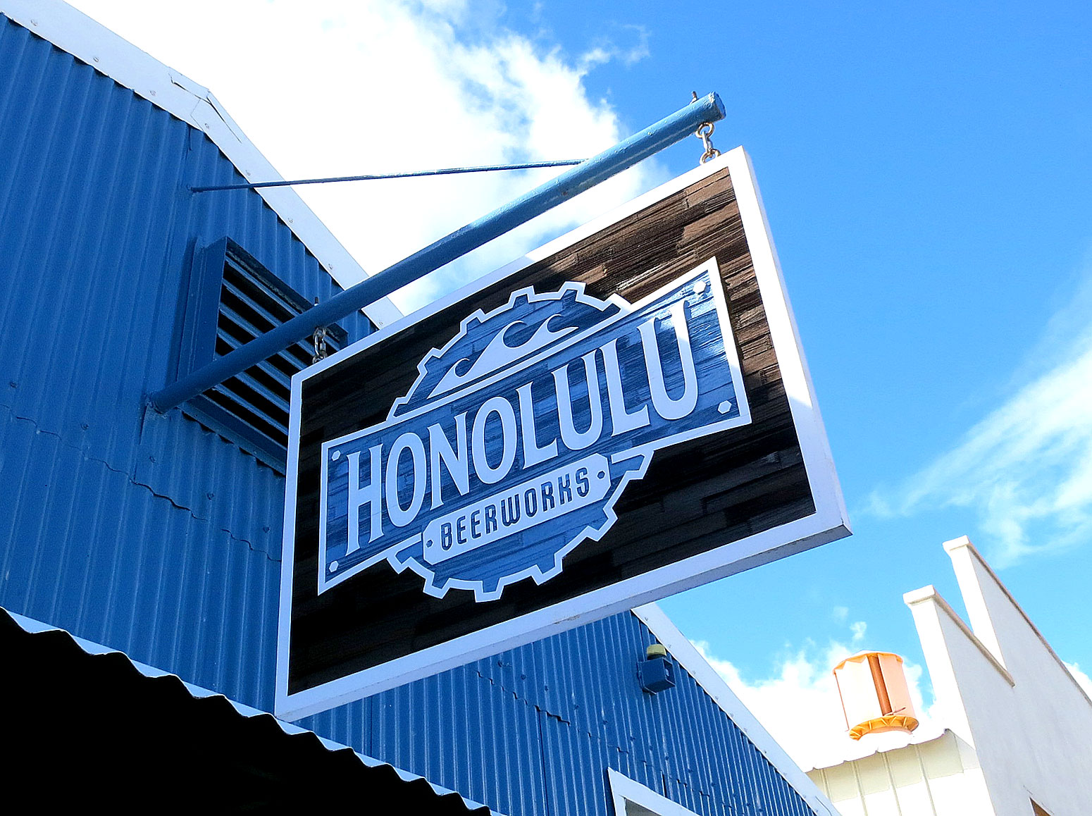 Kaka\'ako Drinks: Honolulu Beerworks – Tasty Island