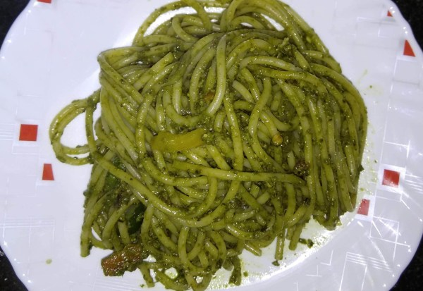spaghetti basil pesto sauce
