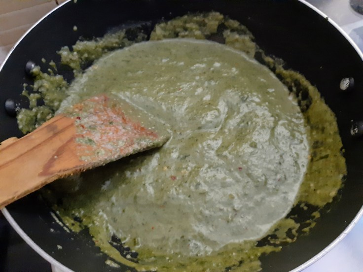 spinach pesto in white sauce