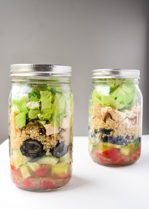 Greek Mason Jar Salads (Make Ahead) - Tons of protein and fresh Greek flavors make this dish a perfect make ahead lunch! | tastythin.com