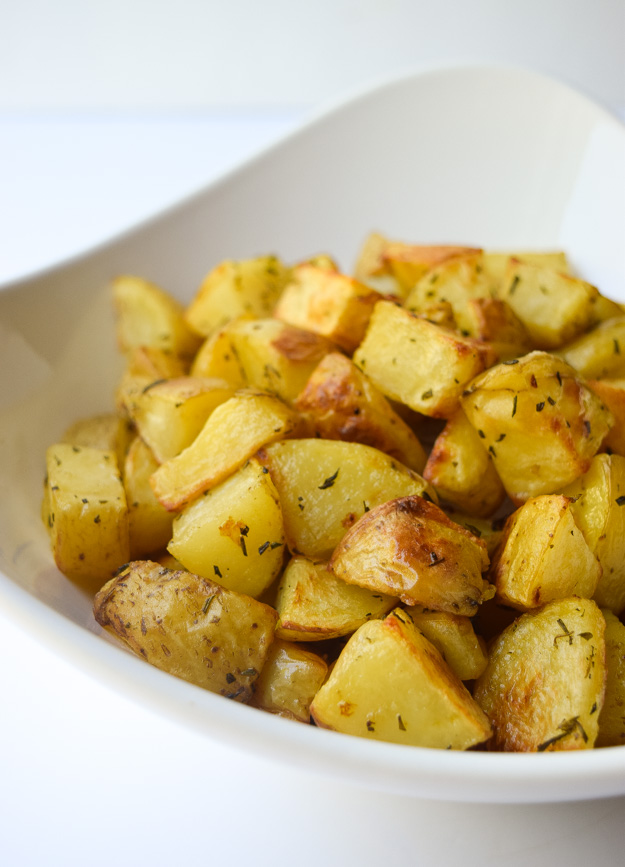 Roasted Rosemary Potatoes (Whole30 Paleo) - Yukon Gold potatoes and fresh rosemary combine for a simple and delicious side dish that pairs well with just about anything! | tastythin.com