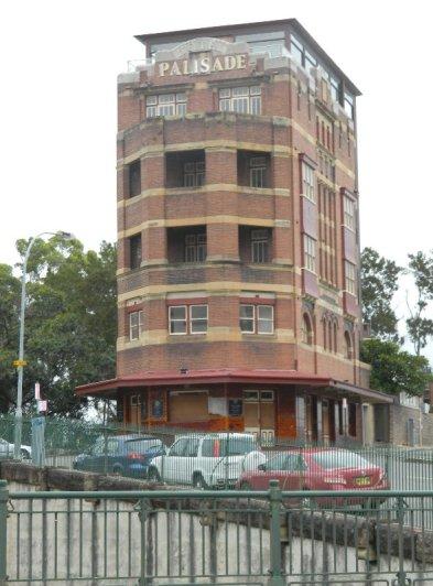 Palisades Hotel derelict in 2012