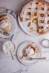 Classic-apple-pie-with-cinnamon-cream