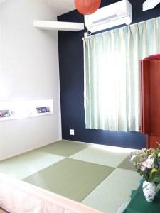 DIYで製作した小上がりに畳を敷く