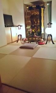 マンションの洋室に仏壇を置くための畳