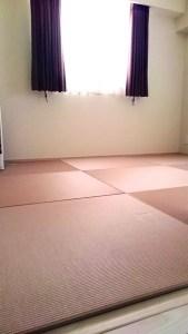 セキスイ美草ピンクを敷いてみると、アイボリーの床が暖かな雰囲気に変わり大満足