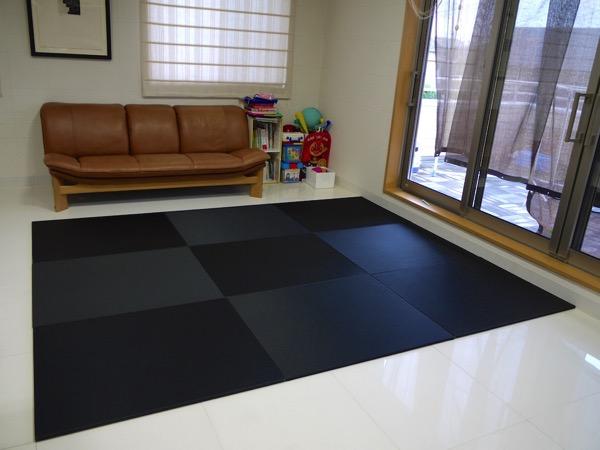 黒い畳の部屋