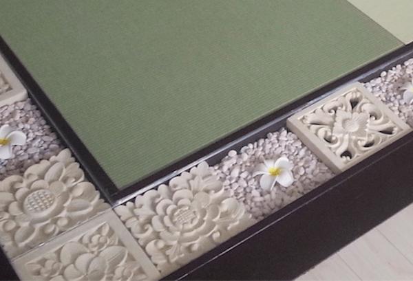 畳周りがお洒落なタイルと敷石で囲まれている