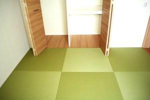 普通の洋室からカッコいい和風空間へ。クローゼットの引き戸に干渉することなく畳が敷けます