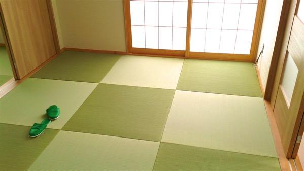畳の色目は光の指す方向で変わります