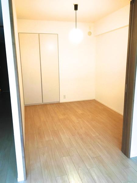 畳を敷く前の洋室