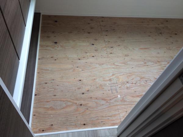 畳の下の床