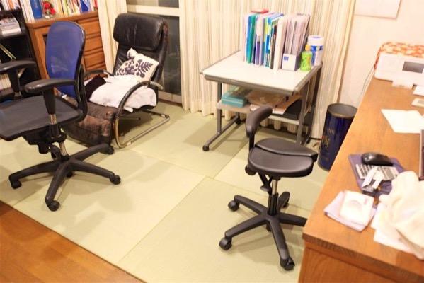 畳を敷いた事務所