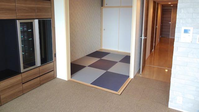 グレーとブルーバイオレットの畳を2色使った和室