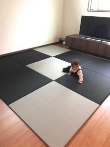 置き畳の並べ方が個性的でかっこいい!【黒とグレーの置き畳】