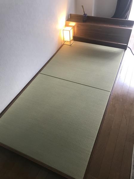 畳を設置したベッドが小上がりに