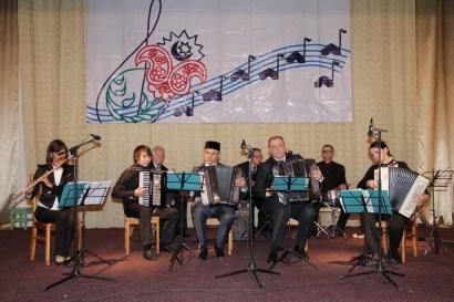 Старший состав татарского народного ансамбля баянистов