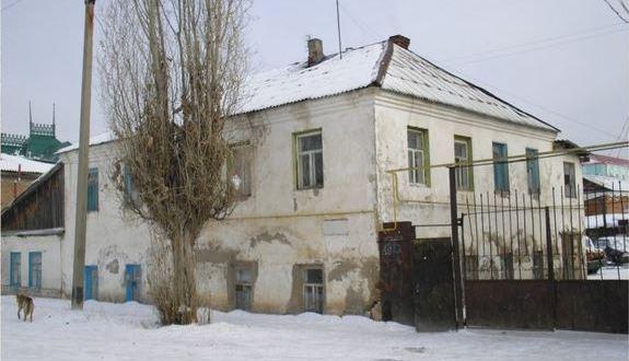 Активисты татарского культурного центра Уральска провели воскресник у дома Галиаскара Усманова