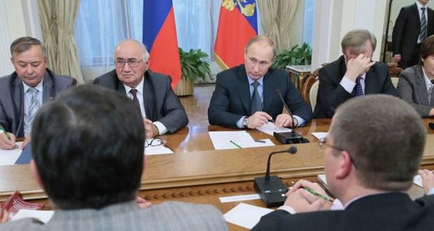В.Путин о федерализме: «Скажем, татары. Они должны себя чувствовать одинаково как в Татарстане, так и в другом месте»