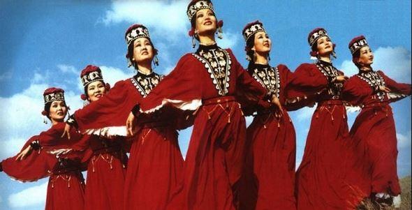 «Дуслык күпере»ндә — яңа концерт, татарлар һәм калмыклар бии