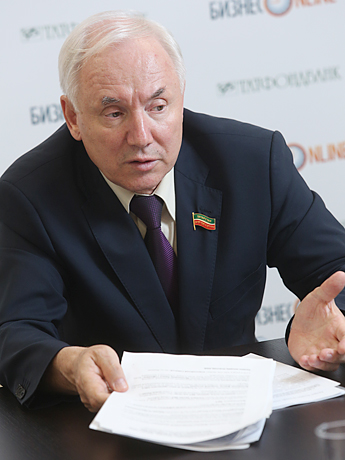 Ринат Закиров: «Давайте вместе убедим Путина, что название «президент» у нас в Татарстане надо оставить... Сравнивать его с какой-то другой республикой невозможно и не нужно»