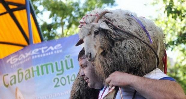 Новосибирскида татарлар берләшү турында уйлаштылар һәм Сабантуенда бәйрәм иттеләр