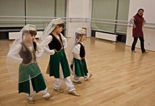 В Белостоке, крупнейшем городе региона, татарский народный ансамбль «Бунчук» помогает взрослым и детям сохранить народные песенные и танцевальные традиции