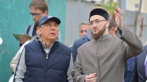 Татарстан Президенты Казанның тарихи үзәгендә йөрде