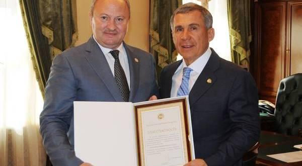 Рустам Минниханов вручил Благодарность Президента Республики Татарстан Равилю Ахметшину