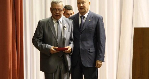 Дамир Гыйсметдинов «Фидакарь хезмәт өчен» медале белән бүләкләнде