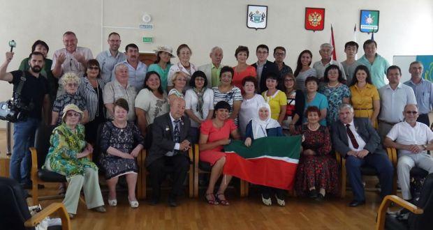 Себер татарлары юллар эзли…
