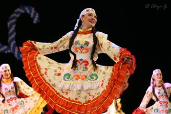 Tatar national costumes – on the podium